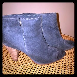Blue suede leather Nine West booties size 7 1/2